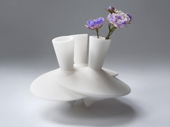 Dancing vases